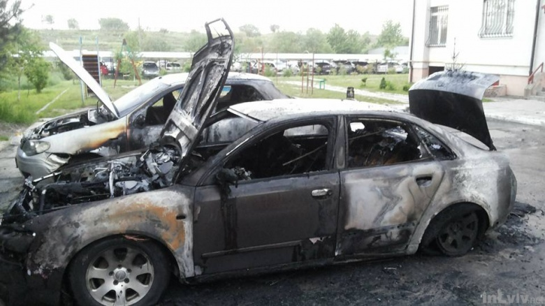 Вночі у Львові згоріло два автомобілі